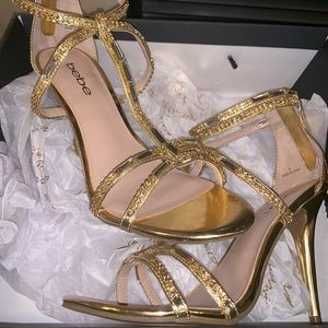 NWB Bebe Abree T-strap Heeled Sandals with 💎💎